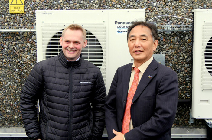 Hidekazu Tachibana, General Manager for Refrigeration Systems at Panasonic y Michael Gram Möller, Technical Manager for the Energy department for COOP