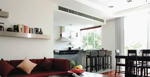 Salón equipado con un aire acondicionado por conductos