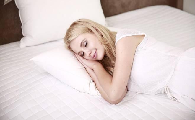 ¿Se puede dormir por la noche con el aire acondicionado encendido?