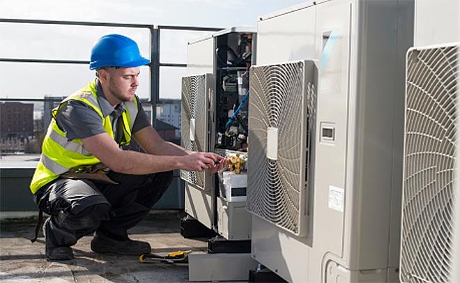 Técnico instalador de aire acondicionado