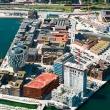 Foto aérea de un puerto en construcción